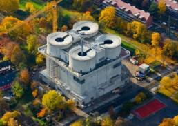 """Der Energiebunker während der Umbauzeit und vor Installation der """"solaren Hülle"""", 2012 © Aufwind-Luftbilder"""