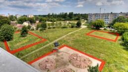"""Mit den Bürger-Claims """"400 qm Dessau"""" sind Bürger, Vereine und Initiativen eingeladen, """"ein Stück Stadt"""" nach ihren Ideen und Wünschen zu gestalten, 2006. Foto, Montage: Doreen Ritzau © IBA-Büro GbR"""