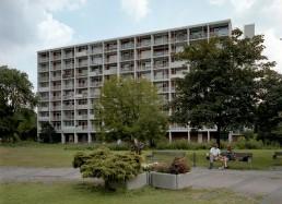 Achtgeschossiges Wohnhaus von Egon Eiermann im Hansaviertel, 1992 © Landesarchiv Berlin, F Rep. 290 Nr. 0030810 / Foto: Edmund Kasperski