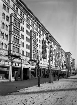 Blick auf die Stalinallee, 1954 © Landesarchiv Berlin, F Rep. 290 Nr. 0030810 / Foto: Gert Schütz