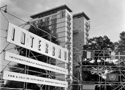 Eingangssituation zur Interbau im Hansaviertel, 1957 © Landesarchiv Berlin, F Rep. 290 Nr. 0054972 / Foto: Willy Kiel