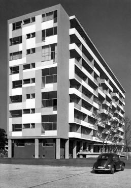 Achtgeschossiges Wohnhaus von Pierre Vago, 1957 © Landesarchiv Berlin, F Rep. 290 Nr. 0055666 / Foto: Horst Siegmann