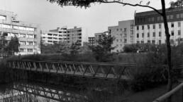 Innenhof des Ökoprojekts Block 6 mit Pflanzenkläranlage, 1991 © Landesarchiv Berlin, F Rep. 290 Nr. 0332123 / Foto: Edmund Kasperski