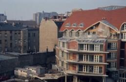 Errichtung des Neubaus der Brandbebauung im Blockinnenbereich, 1984 © FHXB Friedrichshain-Kreuzberg Museum, Lizenz RR-F