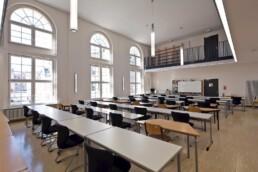 Bernburg: Die Aula der historischen Handelsschule wurde zur Bibliothek des Campus Technicus umgebaut, 2014. Foto: Thomas Weiß © Junk & Reich - Architekten