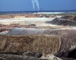 Landschaftsprojekt Welzow: Geschüttetes Land mit Abraumhalden im aktiven Tagebau Welzow-Süd, 2006. Foto: Aris Tsantiropoulos