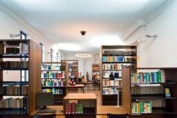 Der Lesesaal der neu geschaffenen Europäischen Bibliothek-für-Homöopathie, 2009. Foto: Michael Uhlmann © IBA-Büro GbR