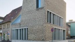 Das wiedererrichtete Geburtshaus, die Lutherarmenschule und die Neubauten für das Museum bilden das Luthergeburtshausensemble, 2009. Foto: Doreen Ritzau © IBA-Büro GbR