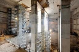 Der Energiebunker während der Sanierung: Die Betonstützpfeiler des historischen Tragwerks werden neu errichtet, 2012 © Martin Kunze / IBA Hamburg GmbH