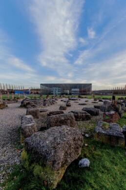 Blick auf die Akademie Mont-Cenis und dem Steingarten aus Ziegel- und Fundamentresten der Zeche, 2015 © Frank Dieper / Stadt Herne