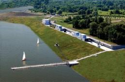 Der See ist seit 2007 in Flutung – die Visualisierung zeigt den zukünftigen Wasserstand unterhalb der IBA-Terrassen. Ab 2018 können hier Fahrgastschiffe anlegen, 2008. Foto: Profifoto Kliche