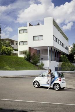 The Corbusier House today with an e-smart, 2016 © Detlef Göckeritz / Wirtschaftsförderung Region Stuttgart GmbH (WRS)